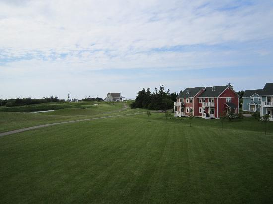 Rodd Crowbush Golf & Beach Resort: View from room - golf course and cottages