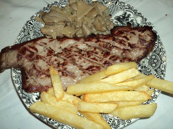 Restaurante Casas: Presa de cerdo ibérico con setas y patatas.