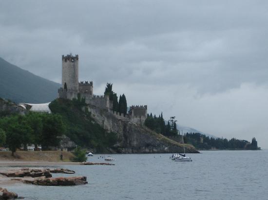 Parc Hotel Eden: Lake side towards Macesine