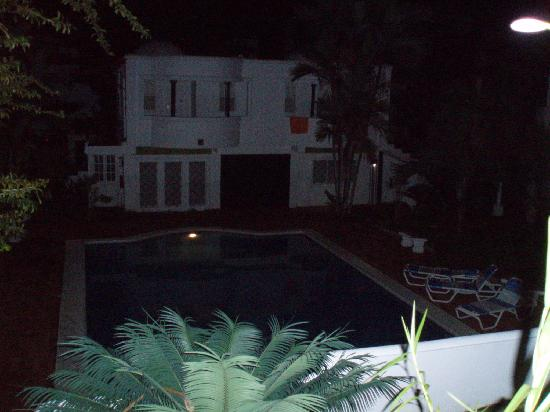 Hotel Casitas Eclipse: Pool at night