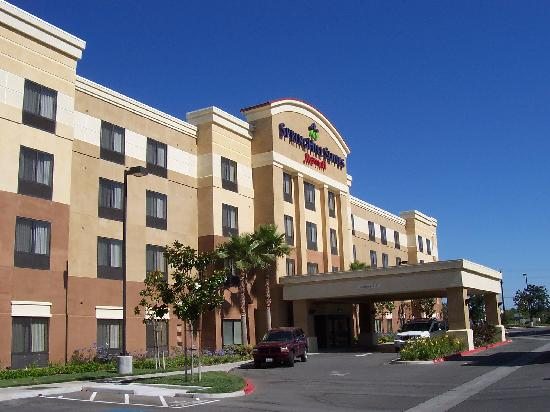 SpringHill Suites Fresno: Front