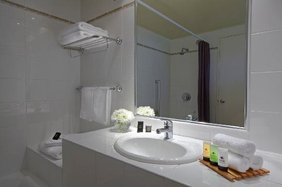 Edgewater: Bathroom basin view
