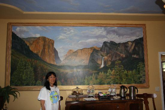 Yosemite Rose Bed & Breakfast: Wonderful dinning room with Yosemite Valley mural