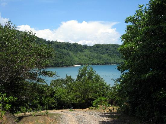Manana Borneo Resort: The road to Manana.  You can see the beach of Manana in the far distance.