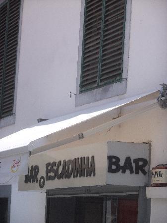 Snack Bar Escadinha: awning blocks restaurant name