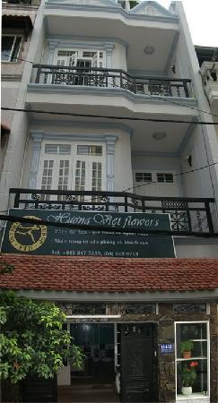 front end of Huong Viet hostel