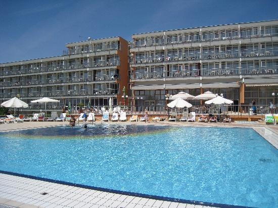 Holiday Hotel: La piscine