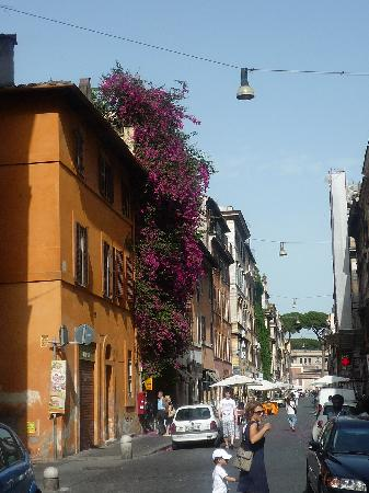 da Roberto al Passetto di Borgo: Just off the door