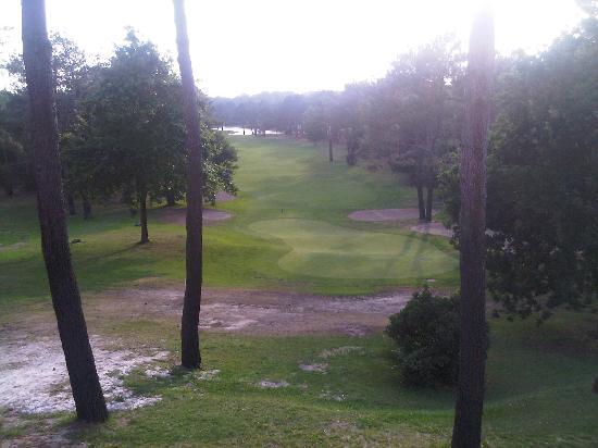Best Western Golf Hotel Lacanau : Vue depuis notre table au restaurant le soir