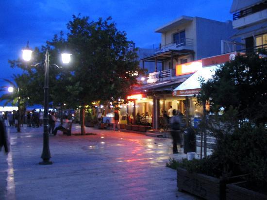 Rafina, Yunanistan: la nuit