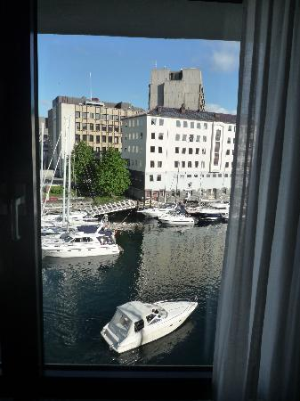 Hotel Brosundet: view from the room on the 4th floor