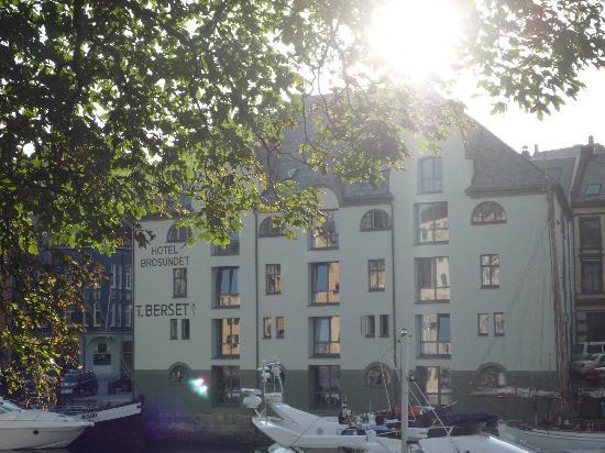 Hotel Brosundet: the hotel