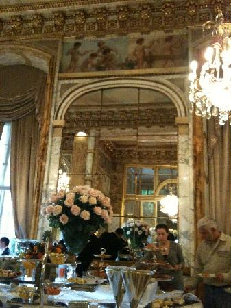 Hotel de Crillon: my breakfast