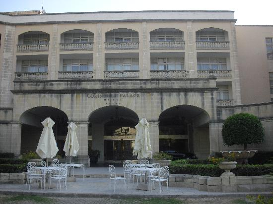 โรงแรมคอรินเทียพาเลซ & สปา: Entrada del hotel
