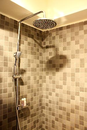 Qstay: shower
