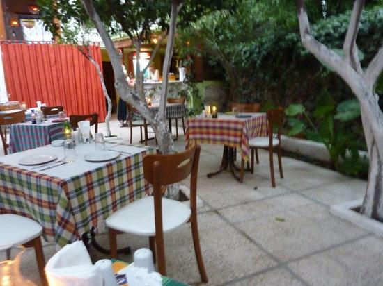 Mama Rosa : Outdoor Dining area