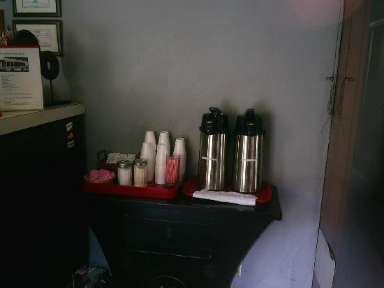 Royal Pagoda Motel: cafe matutino