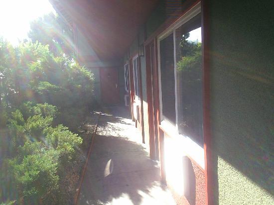 Royal Pagoda Motel: pasillo habitaciones
