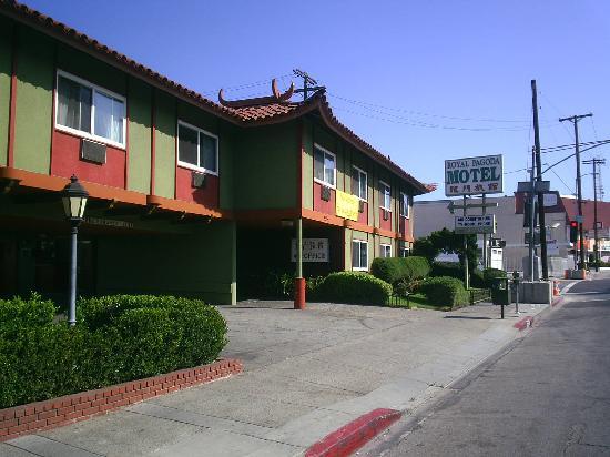 Royal Paa Motel Entrada
