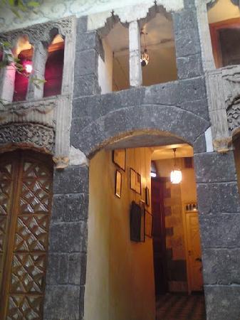 Beit Al Mamlouka: Detail around Courtyard