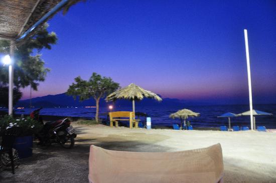 Mediterranean Studios Apartments: BEACH 30 MT FROM ROOMS AT THE BEACH BAR