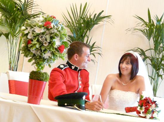 Draycote Hotel: signing the register