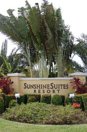 Sunshine Suites Resort: Sunshine Suites Entrance