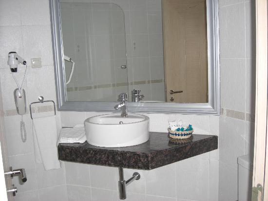 Grand Belish Hotel: bathroom