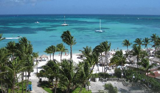 Hyatt Regency Aruba Resort and Casino : View from our room of the beach