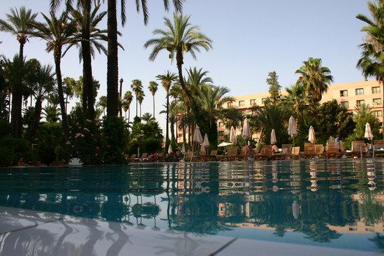 Hotel Kenzi Farah : Piscine Couche de soleil