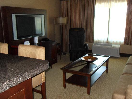 Silver Reef Hotel Casino Spa: Suite with massage chair in living room