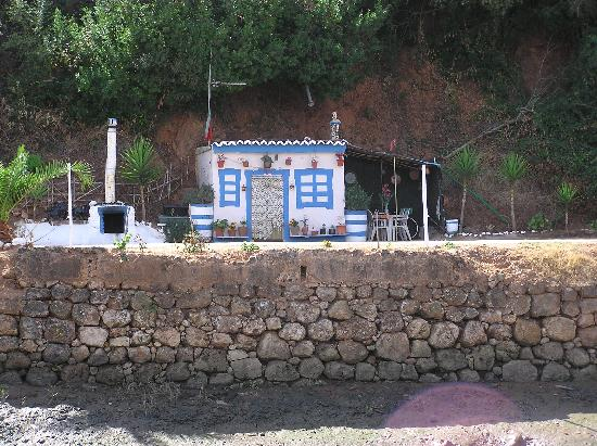 Colina dos Mouros: cute little cabin along the river