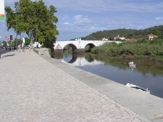 Colina dos Mouros: roman bridge in silves