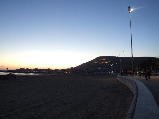 Le Nil Bleu : View along the beach