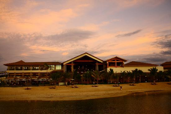 InterContinental Mauritius Resort Balaclava Fort: Hotel view from beach
