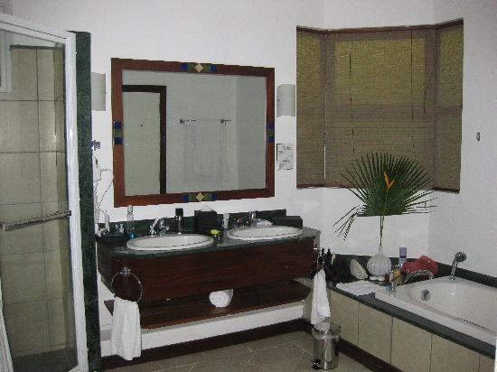 Sands Suites Resort & Spa: bathroom