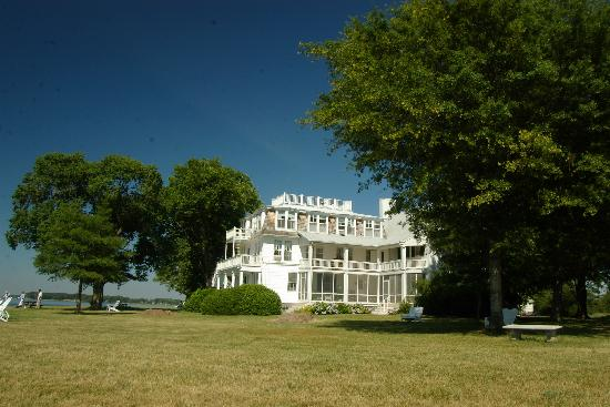 Wades Point Inn on the Bay: Victorian Wing, 1890 , back when travelers came over on the Claiborne Ferry