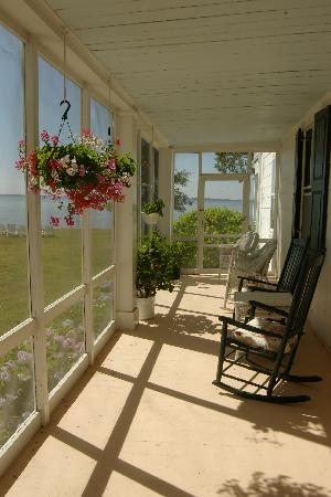 Wades Point Inn on the Bay: breakfast room porch