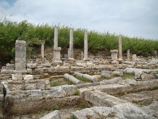 Roman gate - Picture of Perge Ancient City, Antalya ...