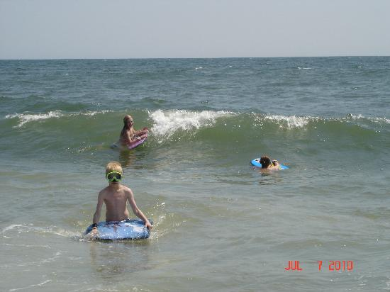 Caswell Beach, NC: Great Waves!