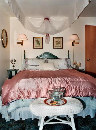 Time After Time Bed and Breakfast: Cozy in the Garden Room