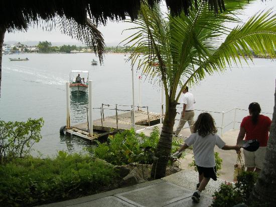 Grand Isla Navidad Resort: boat lauch to Barra from Grand Bay hotel