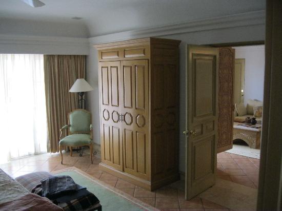 Grand Isla Navidad Resort: master bedroom lokking toward living room