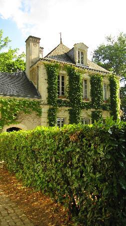 Hostellerie du chateau de l'isle : outside view