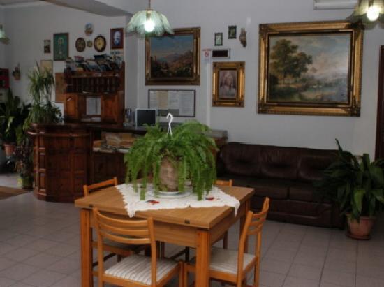 Hotel Eliseo: reception