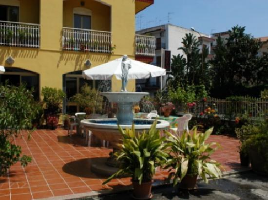 Hotel Eliseo: giardino