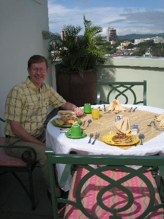 Clarion Suites Las Palmas.: Breakfast on the Balcony