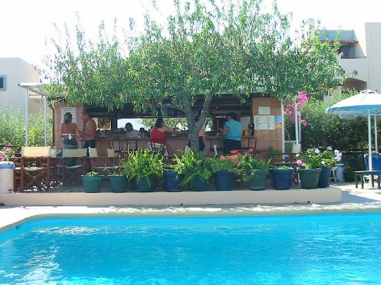 Elounda Heights Apartments and Studios: pool bar