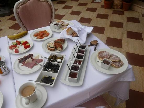 Eski Masal Hotel: Our breakfast table