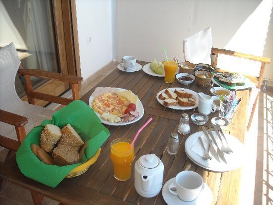 Yialasi: Breakfast!